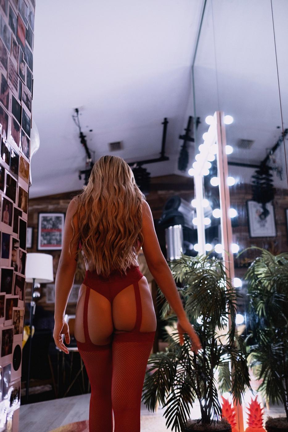 Rafaella Capri