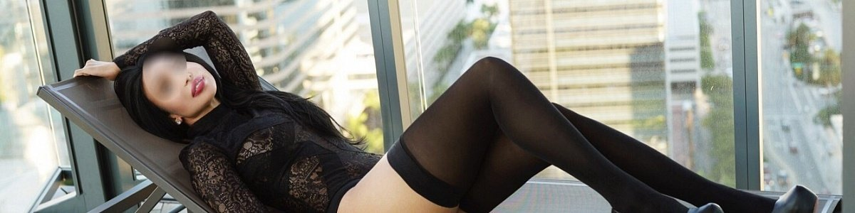 Ilara Santos's Cover Photo
