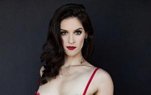 Elizabeth Hunter Escort