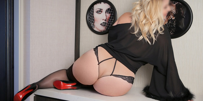 Holly Davis's Cover Photo
