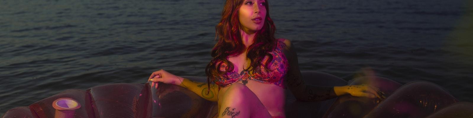 Zoya Ferrante's Cover Photo