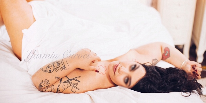 Yasmin Curves's Cover Photo