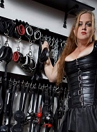 Mistress Jennifer Escort