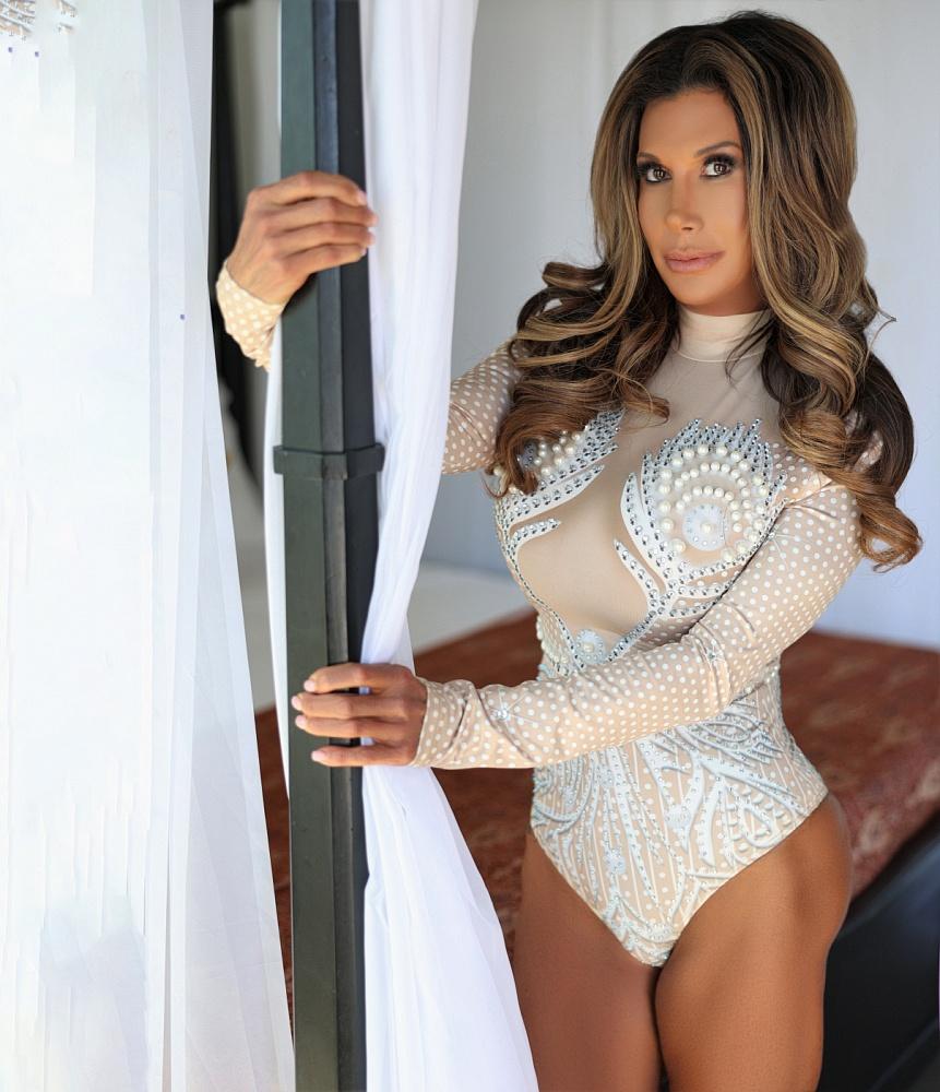 Lovely Lorena De Leon