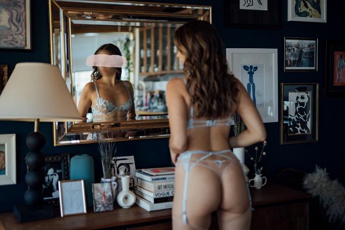 Adriana Maxwell