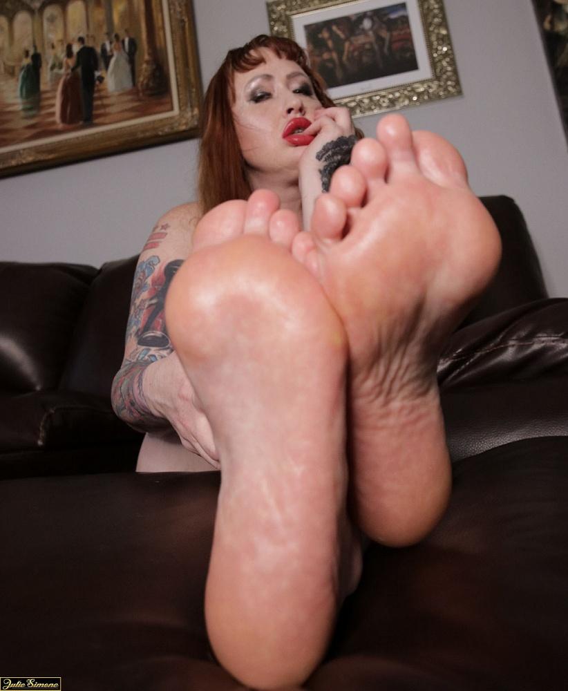 Mistress Julie Simone
