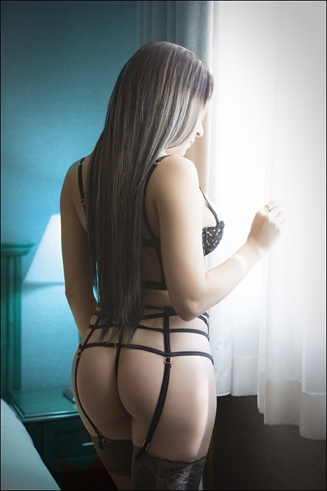 ANNIE ALVAREZ