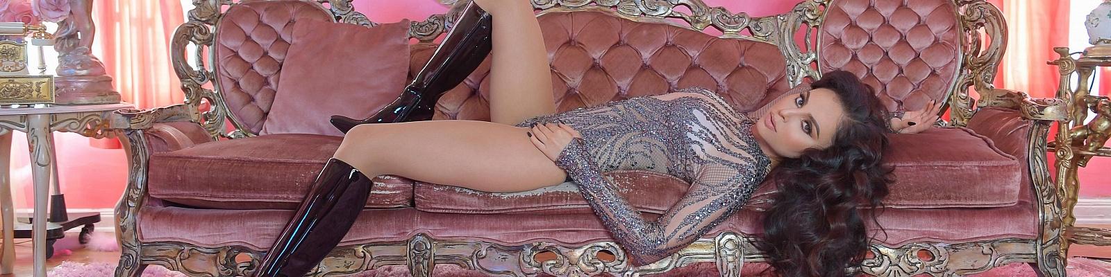 Julia Jewels's Cover Photo