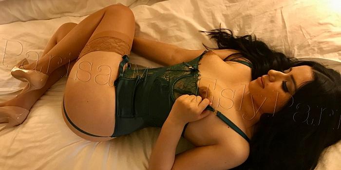 Esly Parisa's Cover Photo