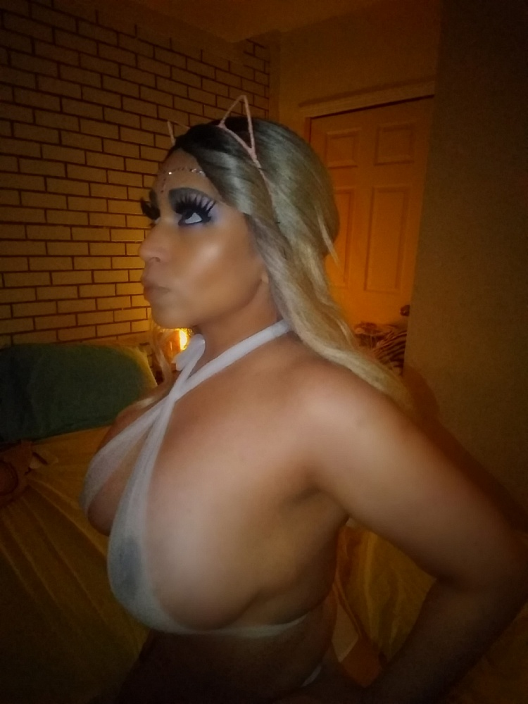Maxine busty latina