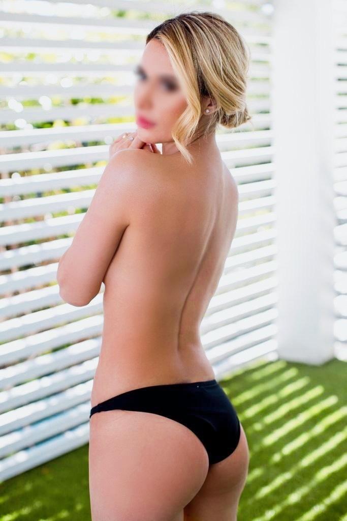 Alexandra Cole