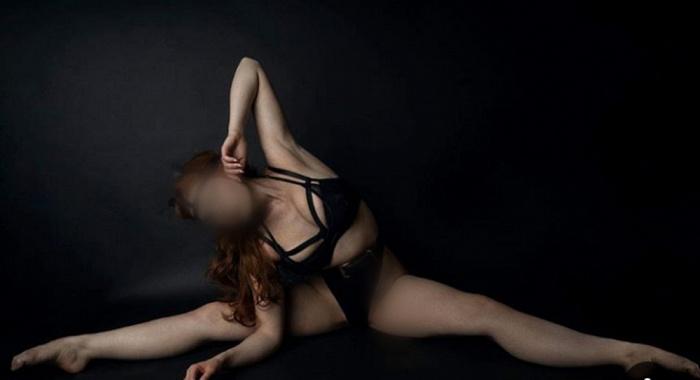 Scarlett Elster Ivy league coed