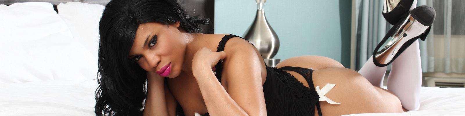 Layla Perez's Cover Photo