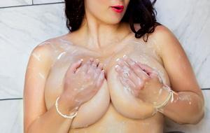 Layla Loren