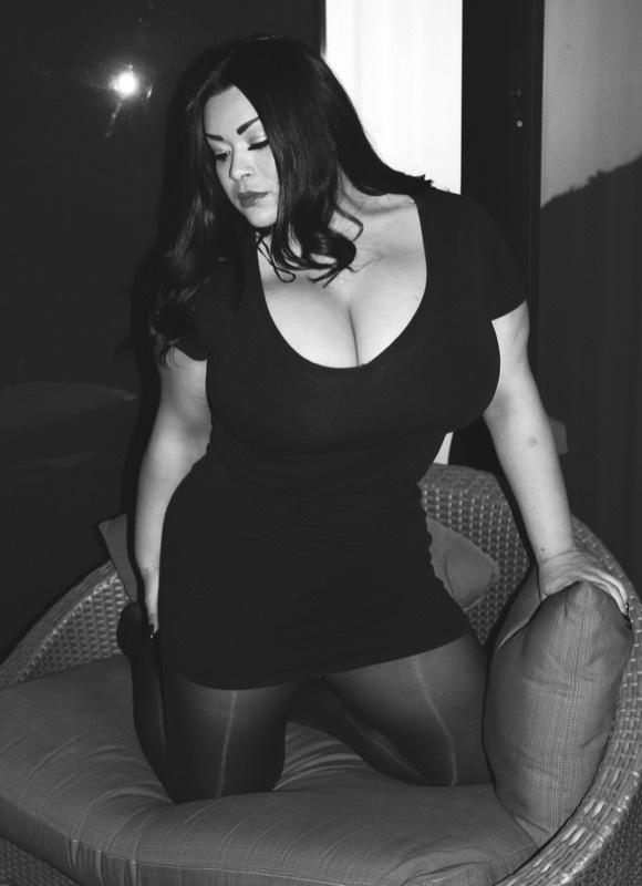 Ava Hadid