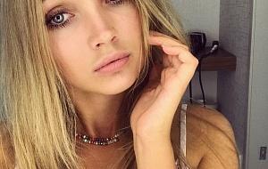 Karolyna Escort