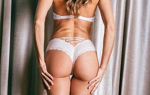 Lindsay Lotus Escort