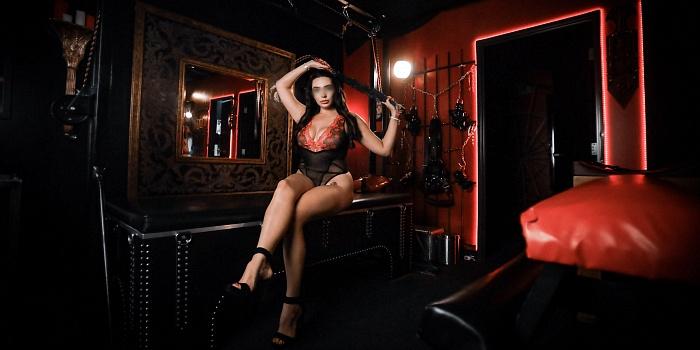 Mistress Valerie Marvelle's Cover Photo