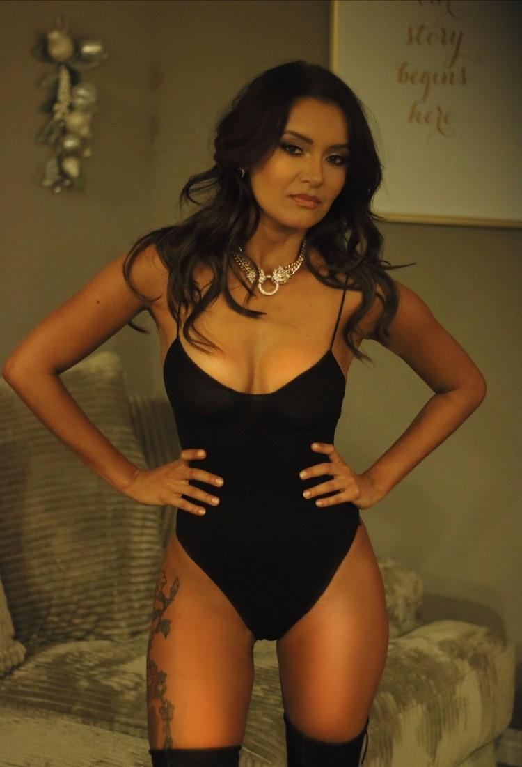Nina Martinez Nude Photos 7