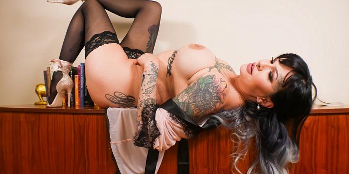 Lola Luscious's Cover Photo