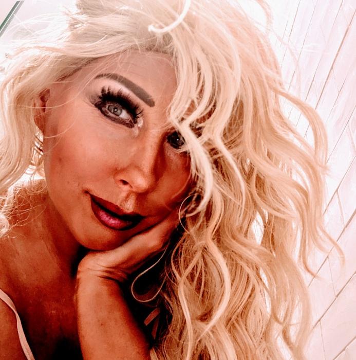 Blonde Tabatha