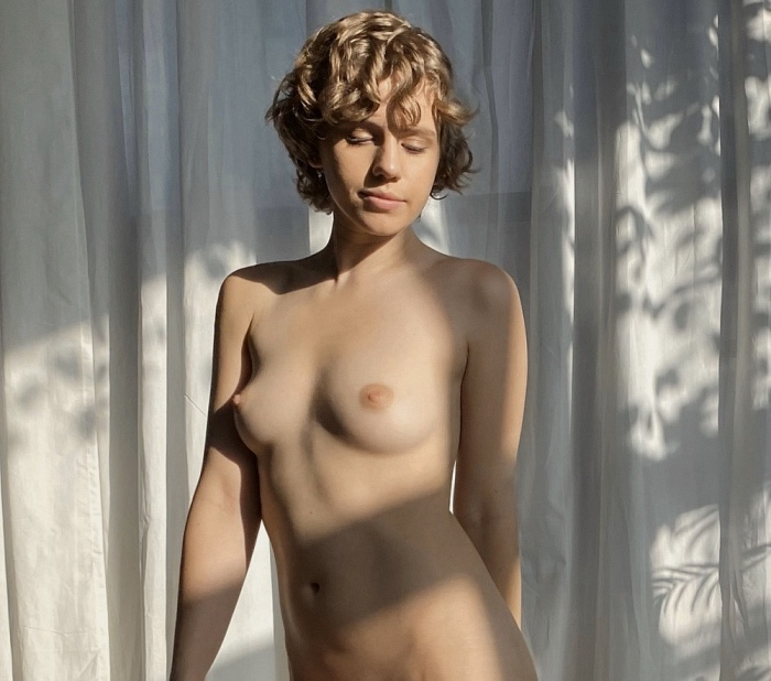 Astrid Belle