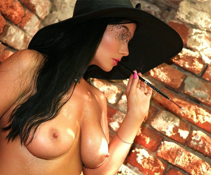Elena Bella