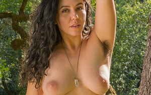 Hairy Nikki Silver - All Natural Escort